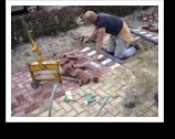 Infra Hellevoetsluis verzorgde een compleet nieuwe bestrating voor Fietswinkel De Fietsshop, te Brielle.
